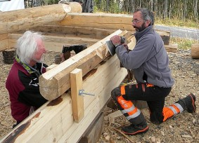 odd and jan haakon cut saddles on the gable log